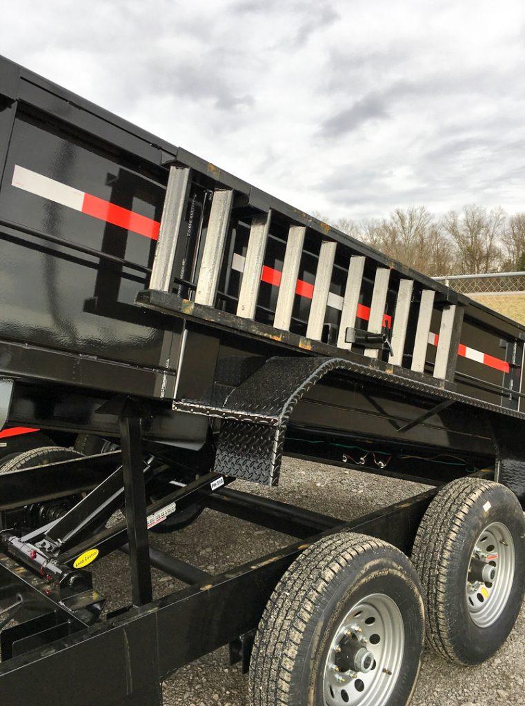 hydraulic dump trailer with ladder